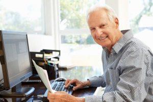Работающие граждане старше 65 лет могут получить больничный с 20 до 30 апреля