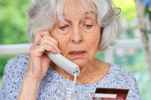 Как защитить пожилых людей от мошенников