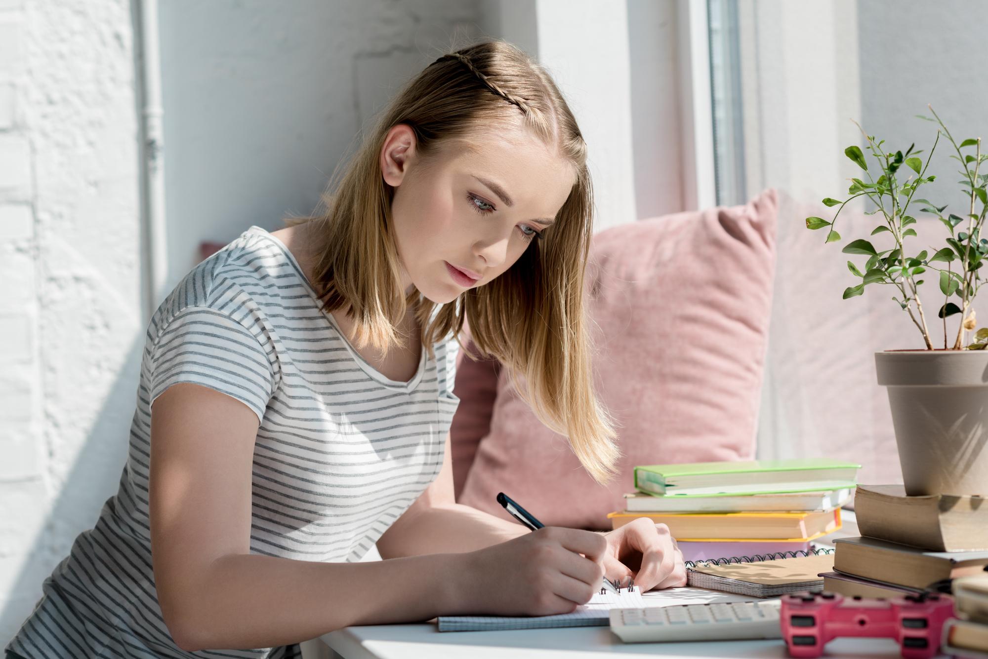 Рассмотрены поправки о дополнительном налоговом вычете для самозанятых до 18 лет