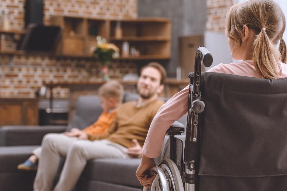 Неработающие родители детей-инвалидов могут получать ежемесячную выплату