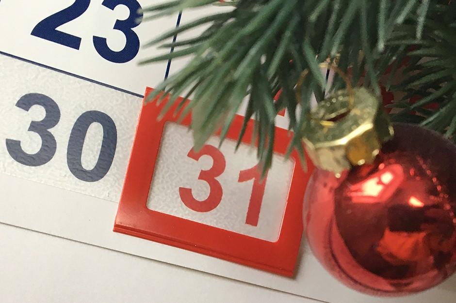 Владимир Путин поддержал предложение сделать 31 декабря выходным днем и удвоить выплаты врачам за работу с COVID-19 на праздниках