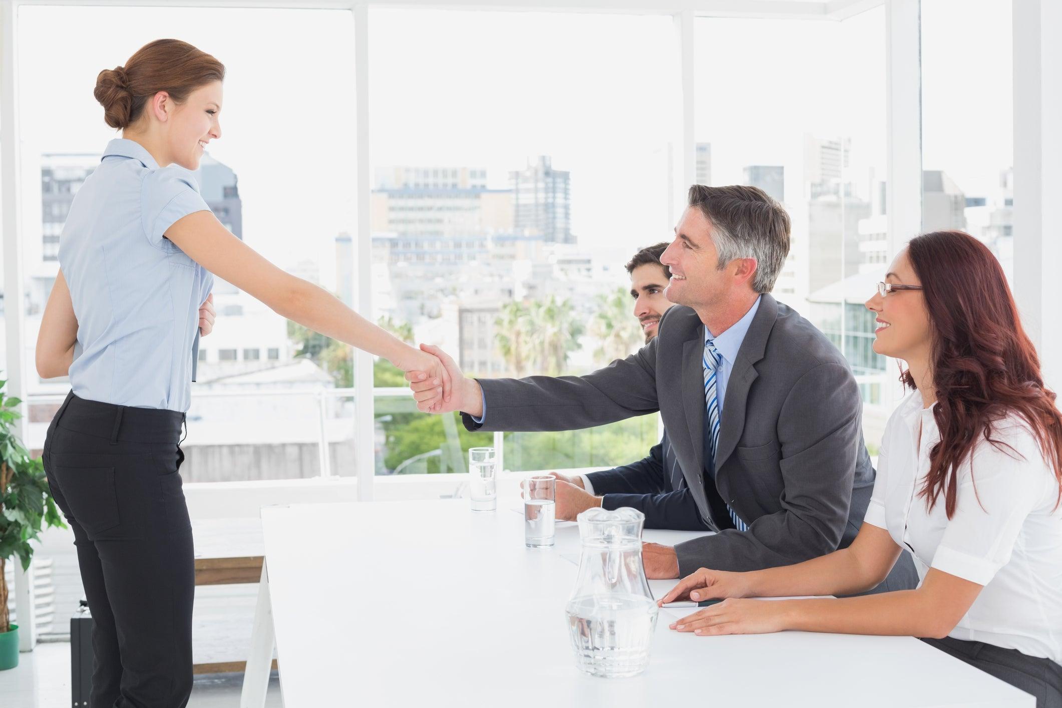 Безработным гражданам необходимо сообщать в службу занятости о своём трудоустройстве