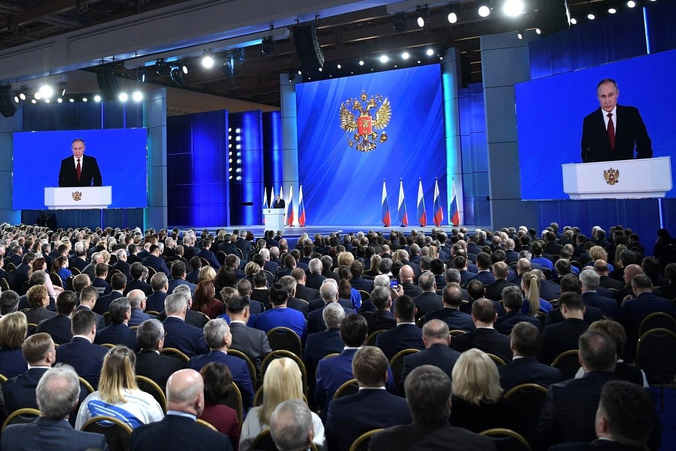 Владимир Путин поручил до конца года восстановить рынок труда