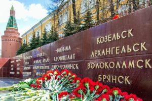 Александр Цыбульский возложил цветы к Могиле Неизвестного Солдата