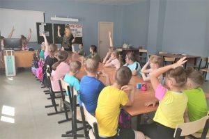 На летних площадках Вельского района ведётся профориентационная работа со школьниками