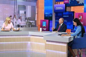 Вакцинация от COVID-19 стала первой темой, которую обсудили в ходе прямой линии с Президентом России