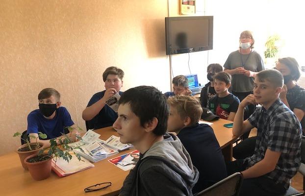 В Устьянском районе реализуется проект по трудоустройству несовершеннолетних «Юные помощники»