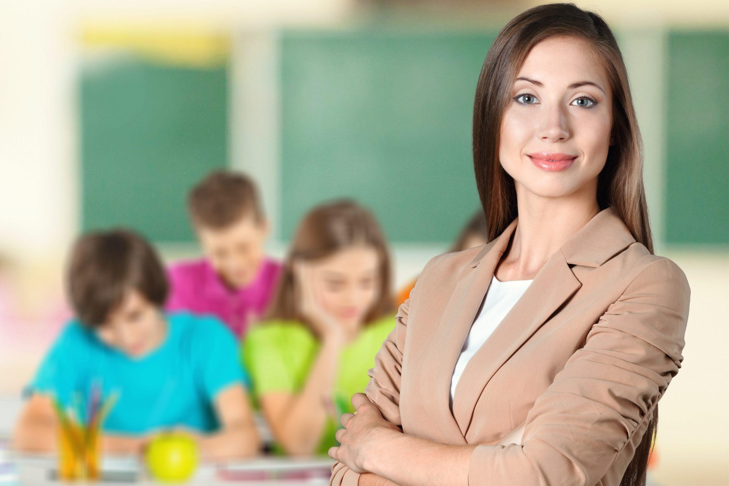 Как в России поддерживают учителей